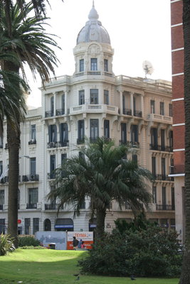 Edificio esq. Juncal  y Plaza Independencia